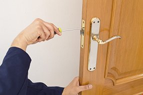 Lock Locksmith Tech Orange, CA 714-983-9056
